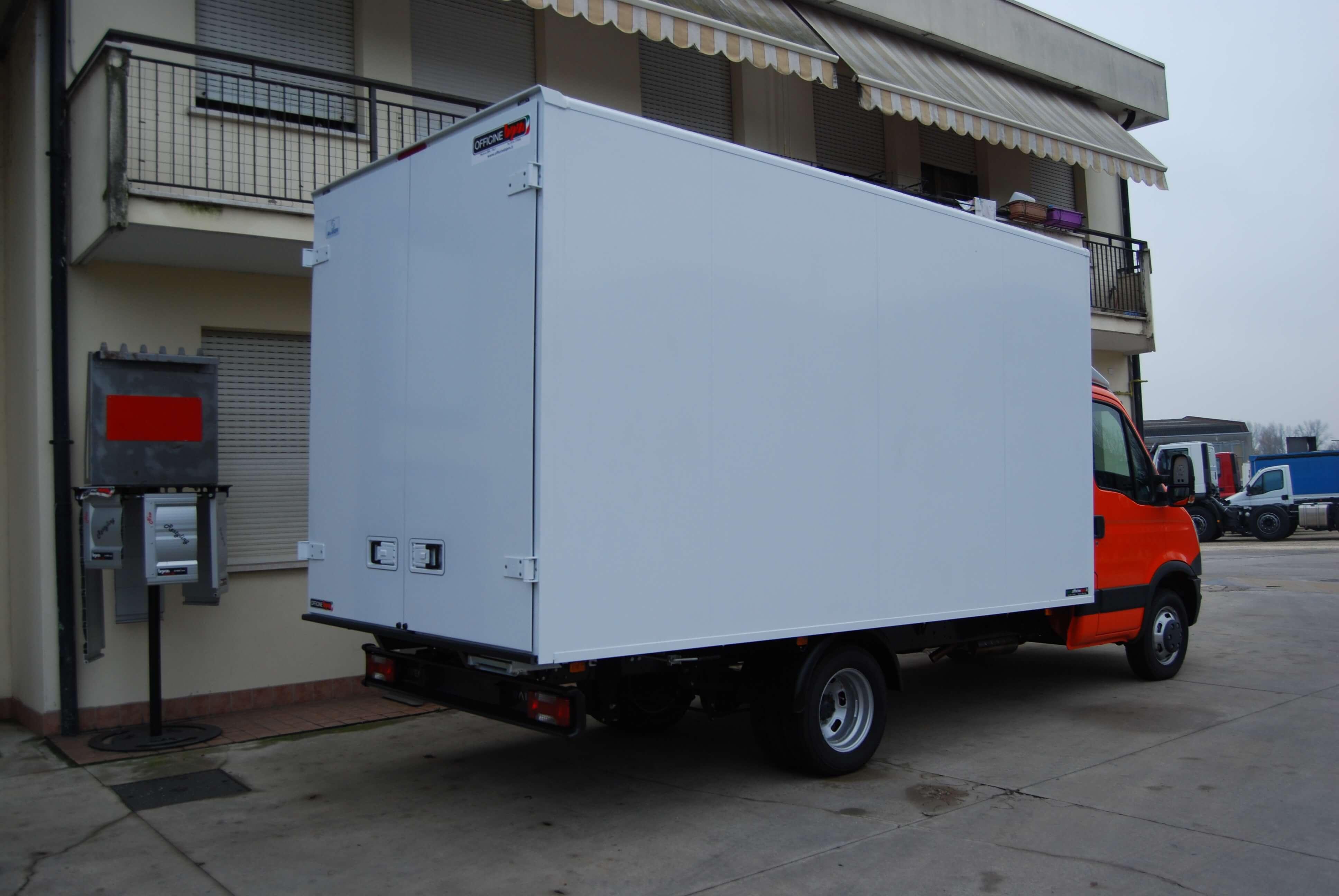 allestimento personalizzato furgone leggero 02