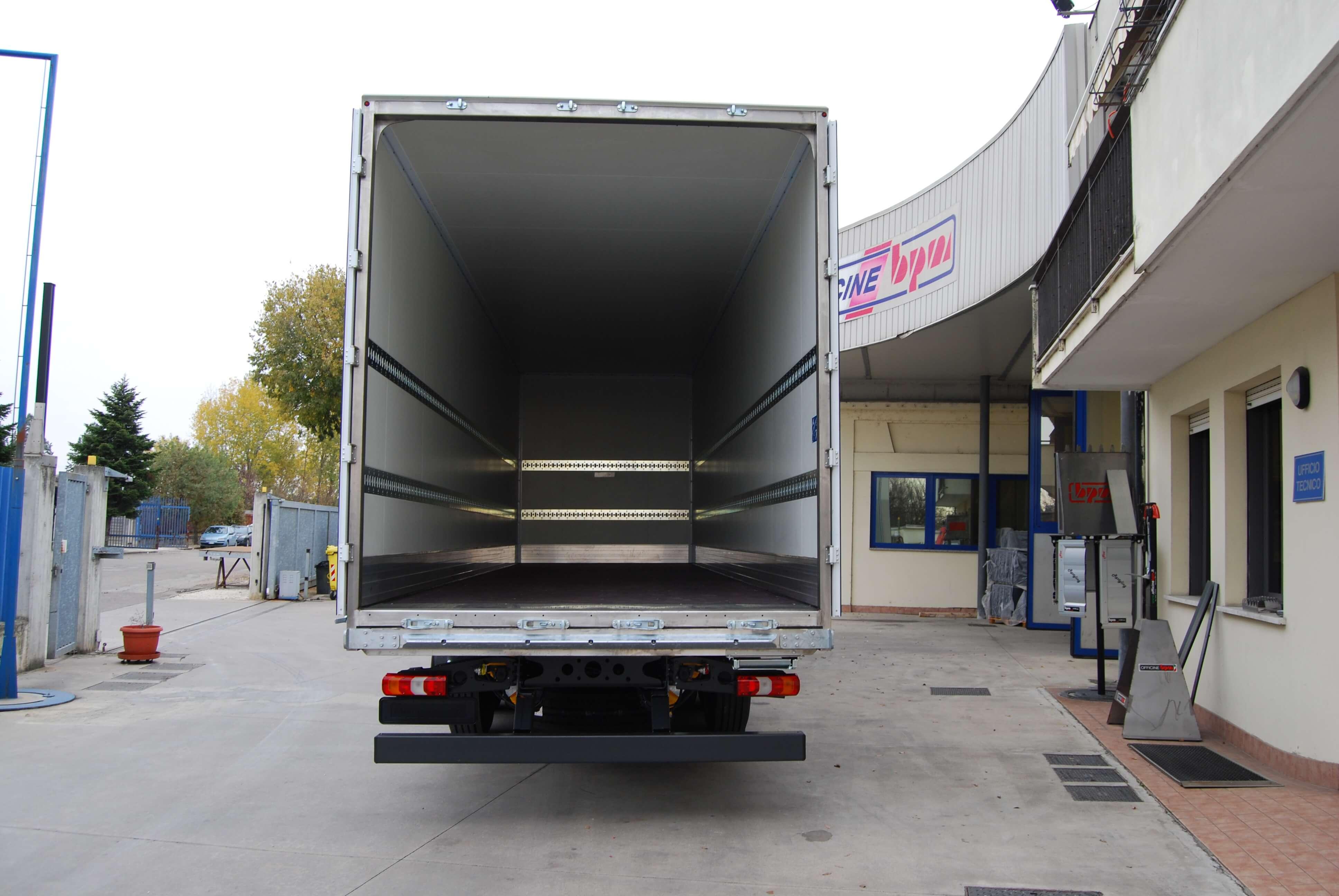 allestimento personalizzato furgone pesante 02
