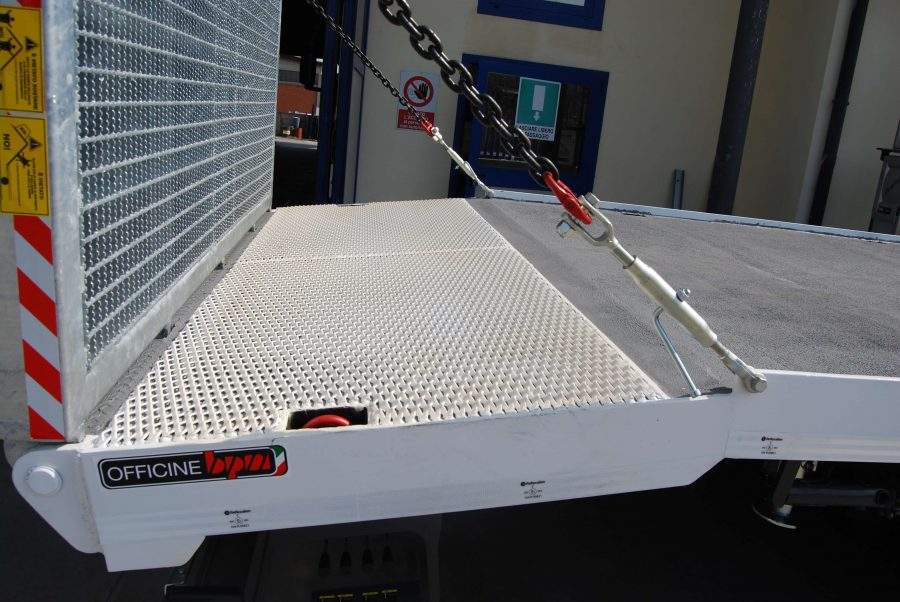 carrellone-personalizzato-con-catene-sicurezza-per-rampe