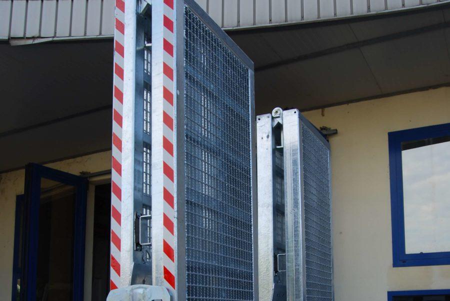 carrellone-personalizzato-con-chiusura-idraulica-sicurezza-rampe-idrauliche