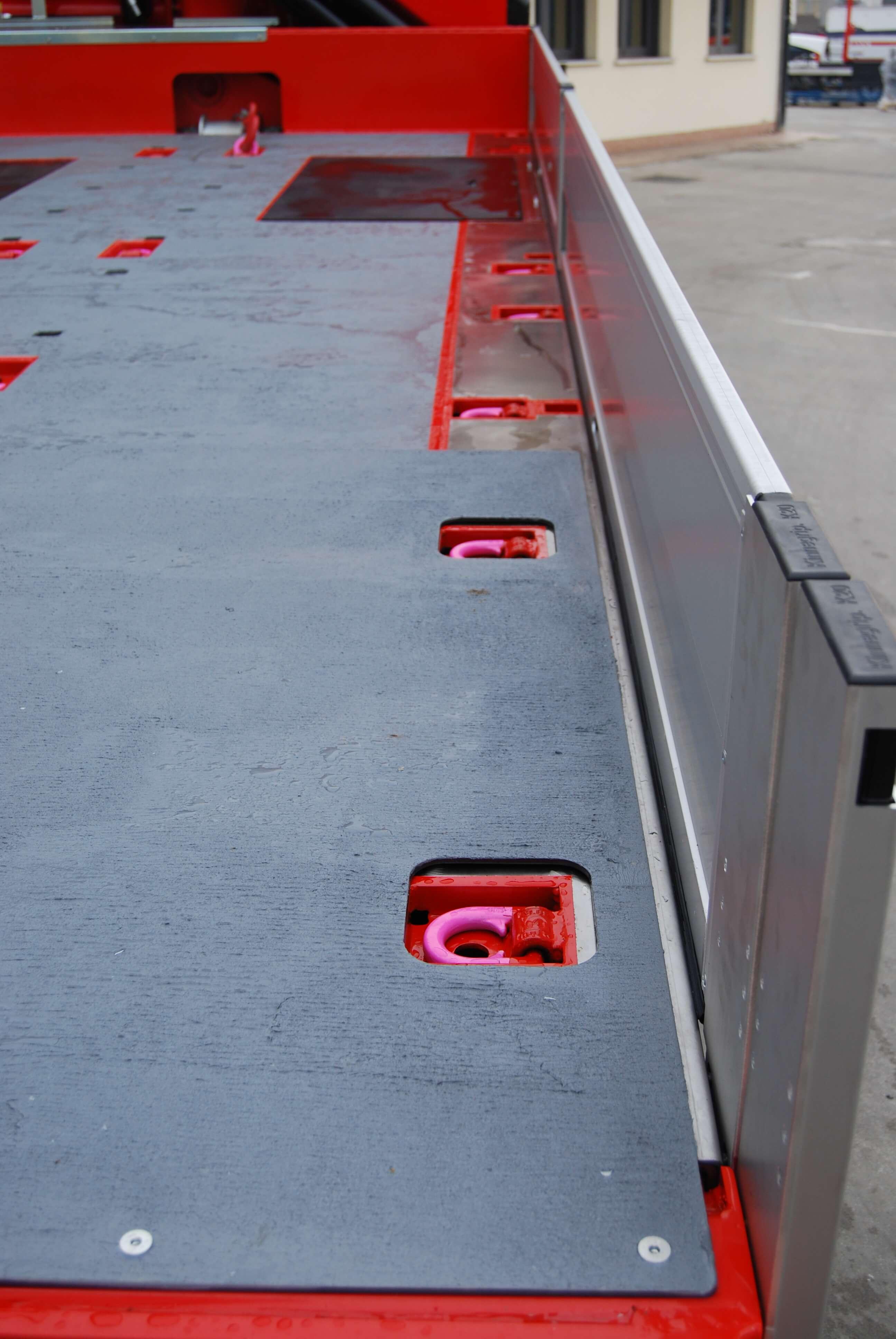 carrellone personalizzato con ganci incassati nel pianale passo