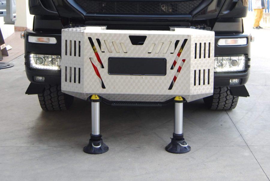 cassone-fisso-con-carter-copertura-stabilizzatori-anteriori-cabina