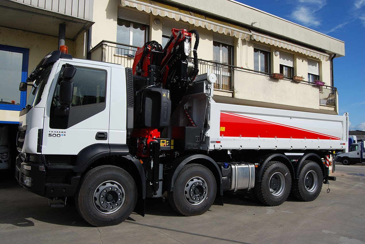 cassoni ribaltabili con gru pesante iveco trakker ad 410 t45 p